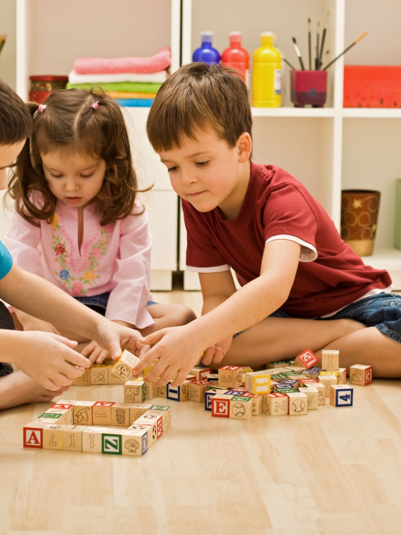 kids sharing blocks Q Wunder